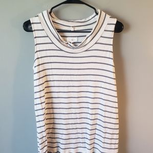 5 items / $10   Lou & grey sleeveless top